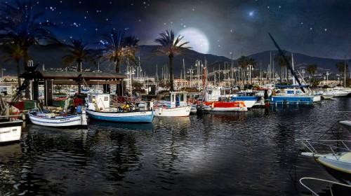 Port-de-Cavalaire-sur-nuit-etoilee.jpg