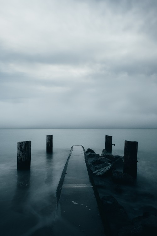 fog-on-dark-waters-edge.jpg